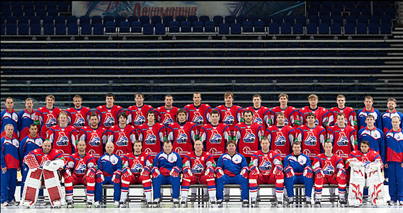 The 2011-12 Lokomotiv Yaroslavl squad poses for a picture in August.